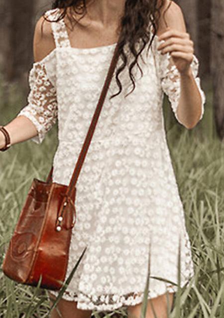Rochie scurtă, fashion, din poliester, cu inserții din dantelă, mâneci 3/4 și umerii goi