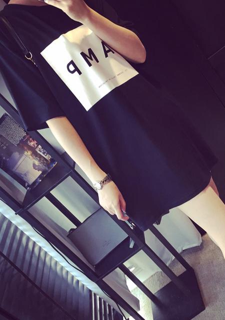 Tricou lung de damă, fashion, slim fit, cu imprimeu frontal și mâneci scurte