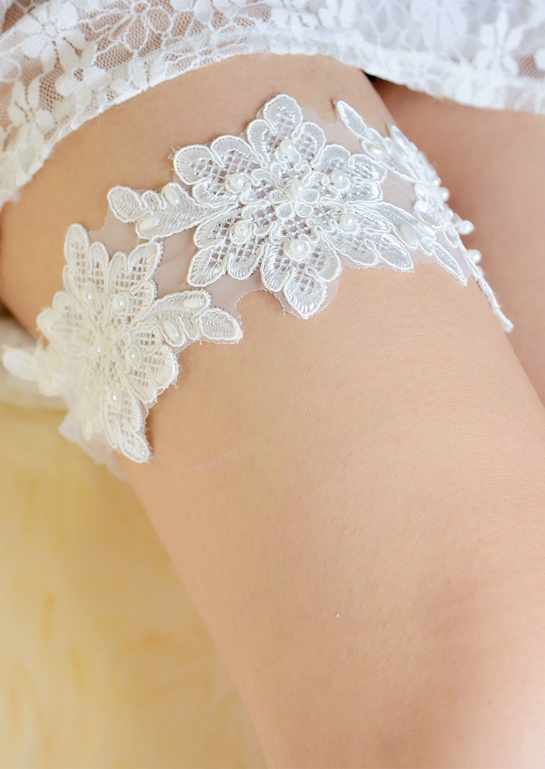 Image of Lace Floral Beads Garter