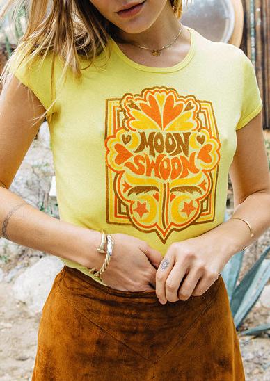 Tricou de damă, fashion, slim fit, din poliester, cu imprimeu și mâneci scurte