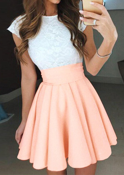 Rochie scurtă, fashion, slim fit, plisată, cu inserții din dantelă și curea talie