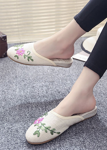 Image of Applique Round Toe Flat Slippers