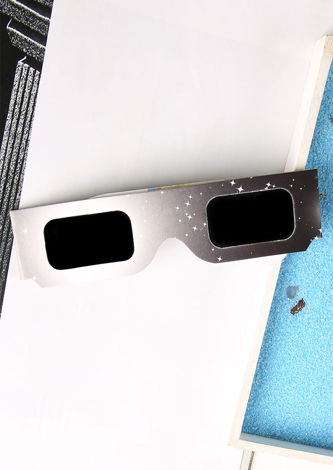 Sunglasses Paper Frame Solar Eclipse Glasses in Multicolor. Size: One Size фото