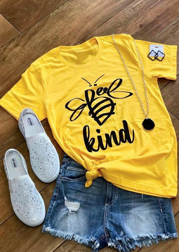 Tees T-shirts Bee Kind O-Neck T-Shirt Tee in Yellow. Size: M фото