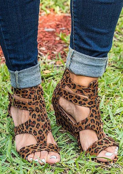 Leopard Printed Buckle Strap Sandals фото