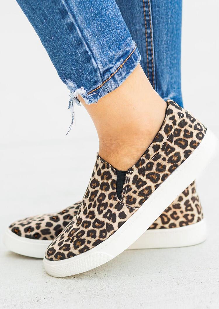 Leopard Print Round Toe Slip-On Sneakers in Leopard. Size: 40 фото