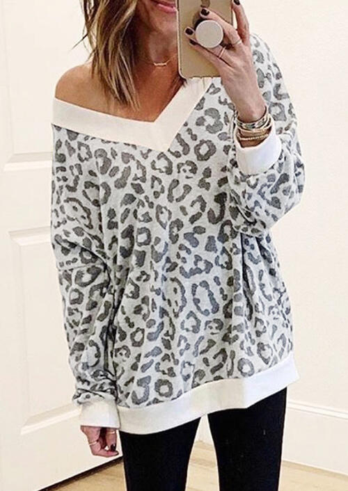 Leopard Printed V-Neck Blouse without Necklace