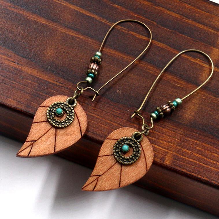 Earrings Vintage Wooden Leaf Beading Earrings in Light Brown. Size: One Size фото
