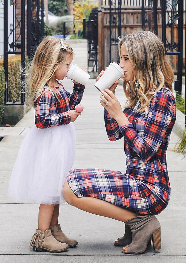 Matching Outfits Mommy & Me Plaid Lace Splicing Mini Dress in Plaid. Size: GIRL 2T,GIRL 3T,GIRL 4T фото