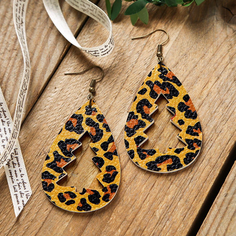 Earrings Leopard Printed Hollow Out Christmas Tree Earrings in Green,Red,Leopard. Size: One Size фото