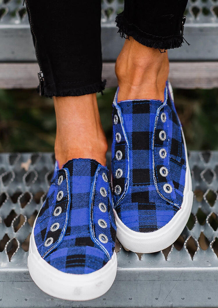 Blue and Black Plaid Slip-On Round Toe Flat Sneakers in Blue. Size: 37,38,39,40,41,42,43 фото
