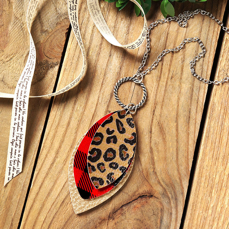 Necklaces Plaid Leopard Three-Layered Necklace in Leopard. Size: One Size фото