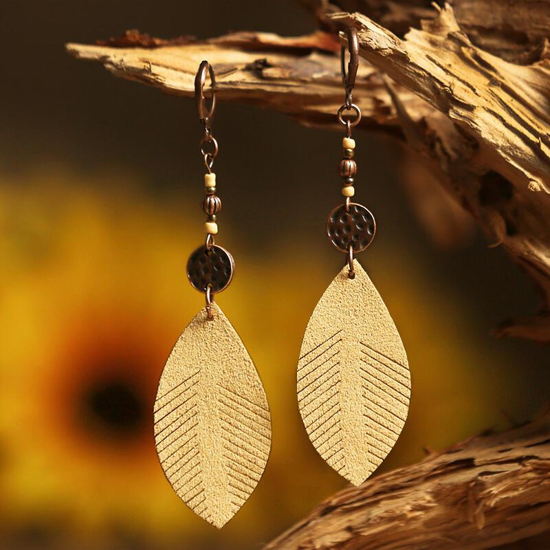 Earrings Vintage Leaf Beading Leather Earrings in khaki. Size: One Size фото