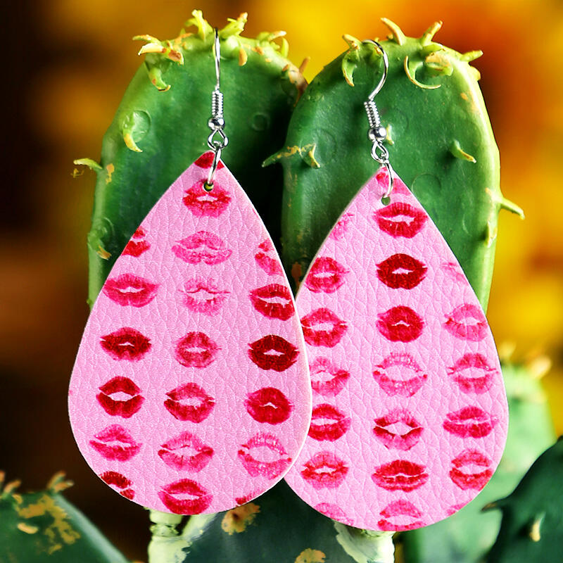 Earrings Lips Printed PU Leather Earrings in Red. Size: One Size фото