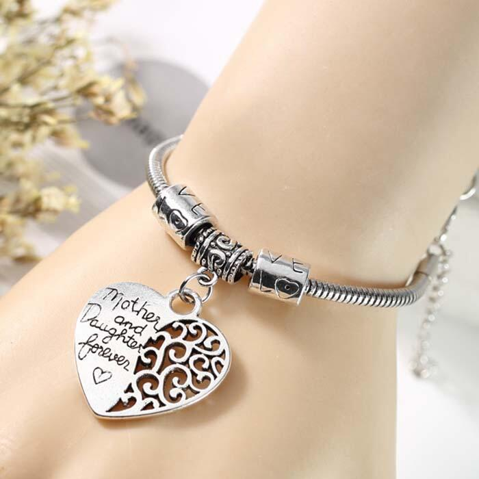 Bracelet Mother And Daugther Love Heart Pendant Bracelet in Silver. Size: One Size фото