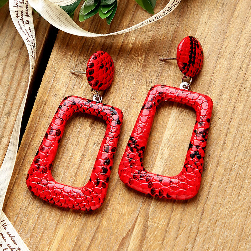 Earrings Snake Skin Printed Geometric Earrings in Red. Size: One Size фото