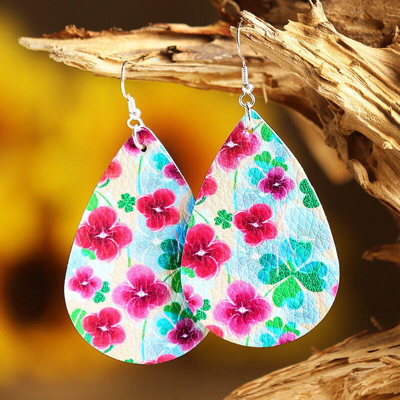 Earrings St. Patrick's Day Lucky Shamrock PU Leather Earrings in Multi-Colored. Size: One Size фото