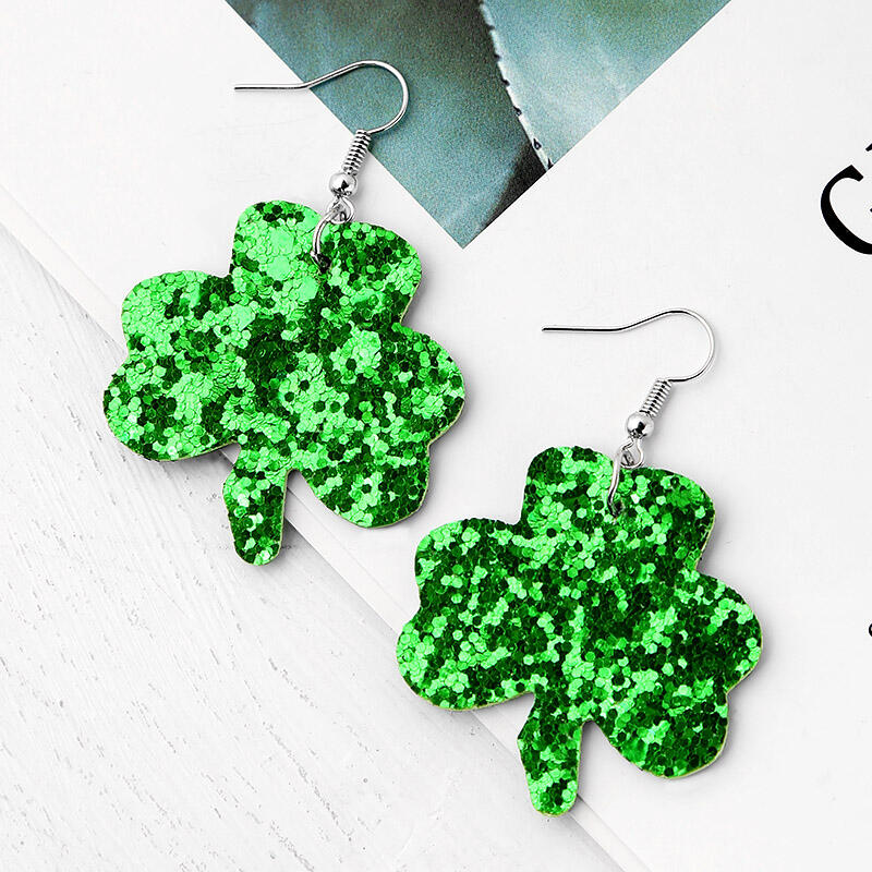 Earrings St. Patrick's Day Sequined Lucky Shamrock Earrings in Green. Size: One Size фото