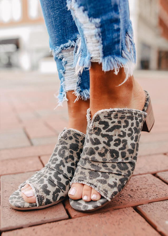 Summer Ruffled Leopard Printed Slip-On Sandals фото