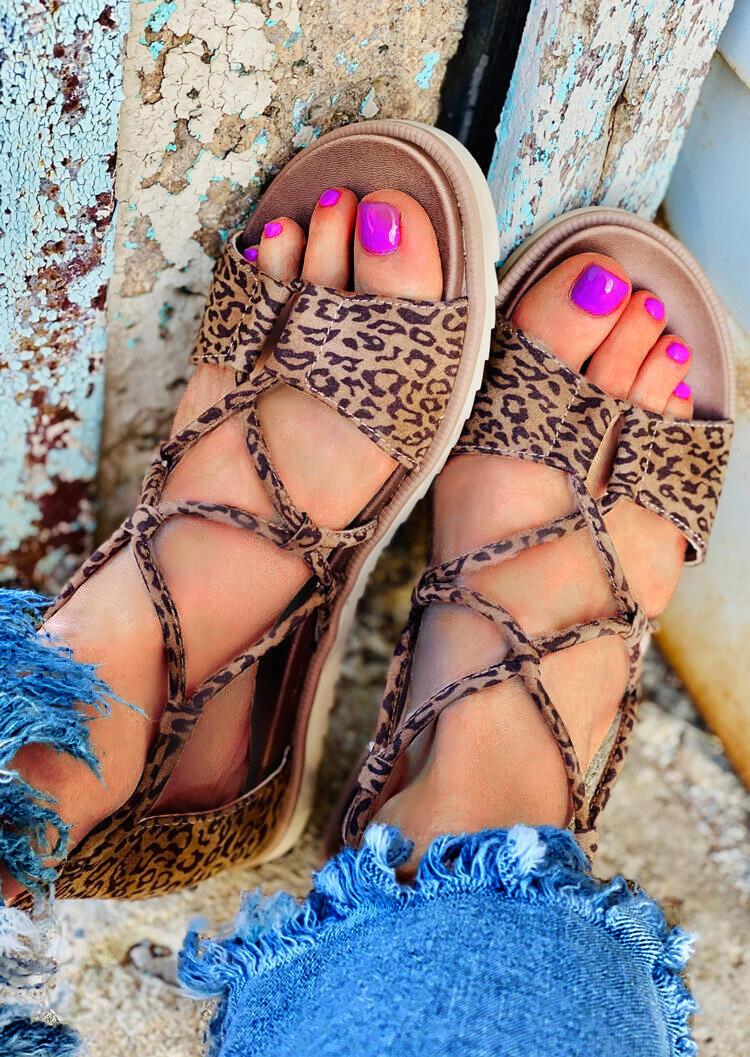 Sandals Leopard Criss-Cross Zipper Flat Sandals in Leopard. Size: 37,38 фото