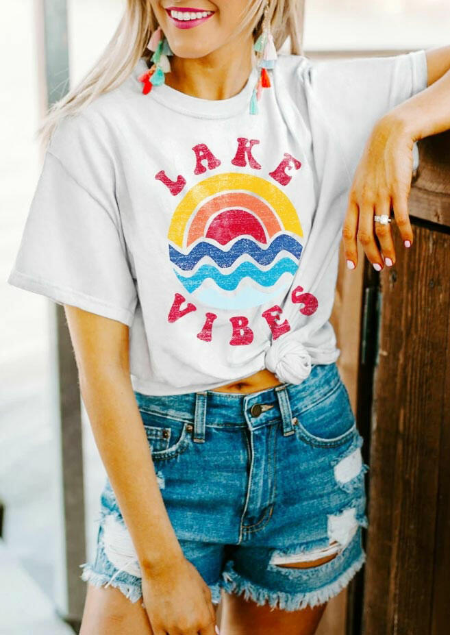 Tees T-shirts Lake Vibes Rainbow Wave T-Shirt Tee in White. Size: S,M,L,XL фото