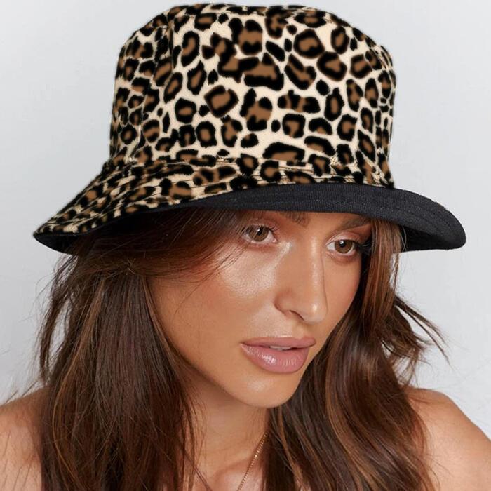 Hats Leopard Reversible Fisherman Bucket Hat in Light Khaki,khaki. Size: One Size фото