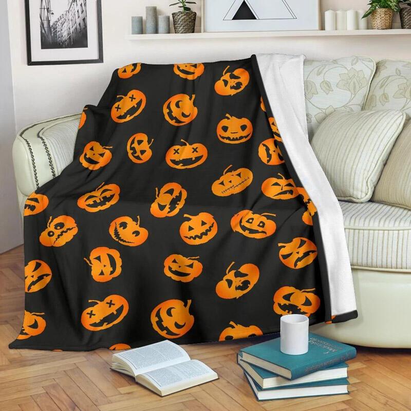 Blanket Halloween Pumpkin Cozy Blanket in Black. Size: One Size