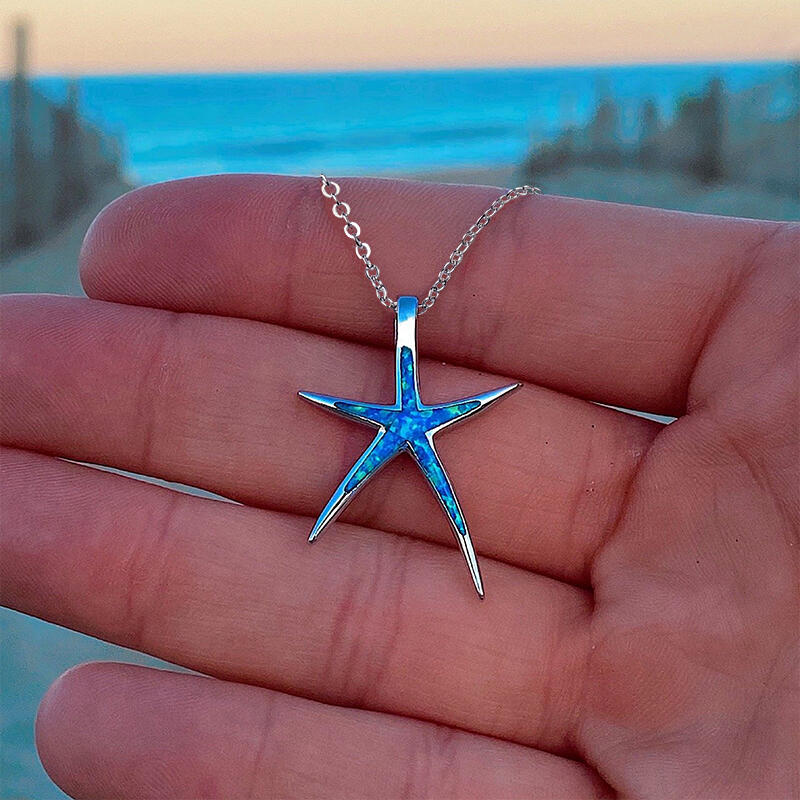 Inlaid Rhinestone Starfish Pendant Necklace фото