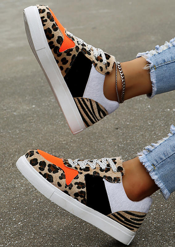 Leopard Splicing Lace Up Round Toe Flat Sneakers